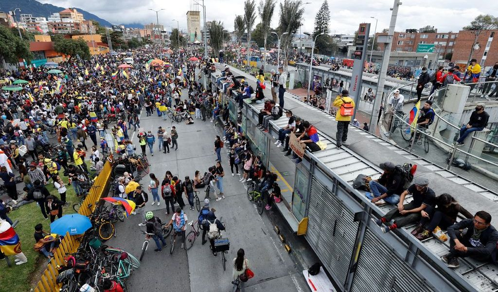 Ordenan desbloquear vías en Colombia