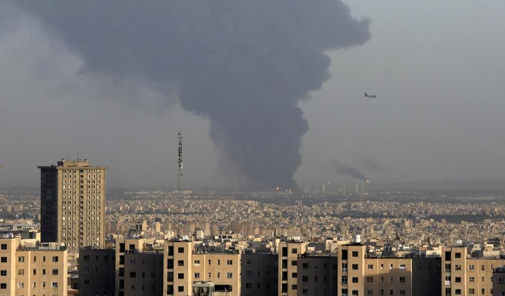 Estalla gran incendio en importante refinería iraní
