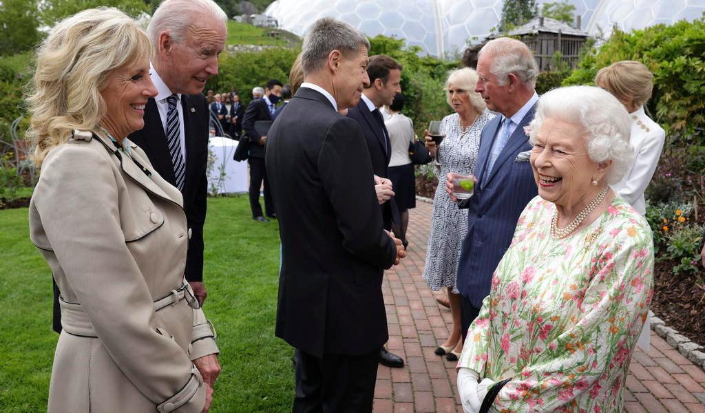 Recibe reina Isabel II al presidente Biden en castillo de Windsor