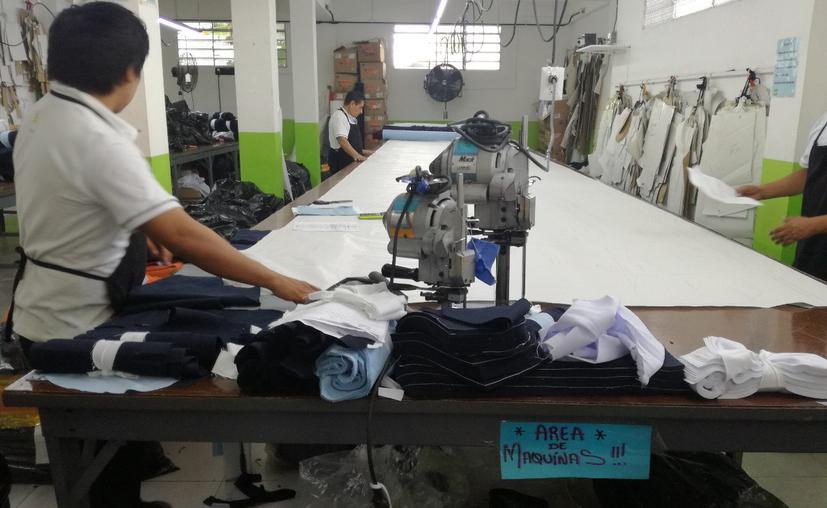Chetumal: Preparan licitación de uniformes escolares