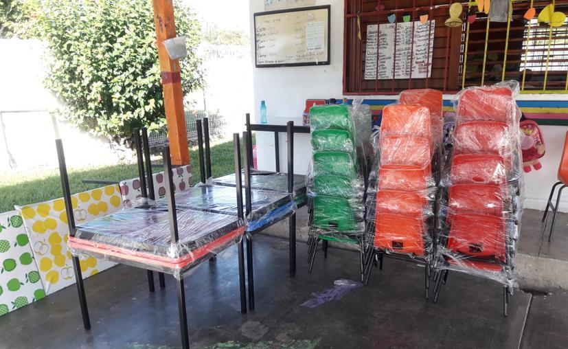 Chetumal: Invierten 1.2 mdp en mobiliario para escuelas de nivel básico