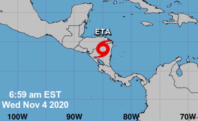 Eta continúa degradándose, ya es tormenta tropical; va hacia el Mar Caribe