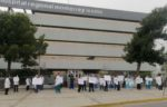 Protestan médicos del ISSSTE en Monterrey; exigen pago de becas