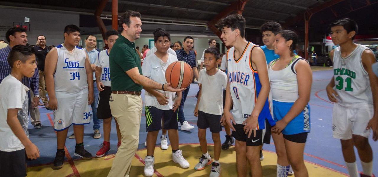 Con el rescate de espacios públicos, cumple Pedro Joaquín a deportistas y jóvenes de Cozumel