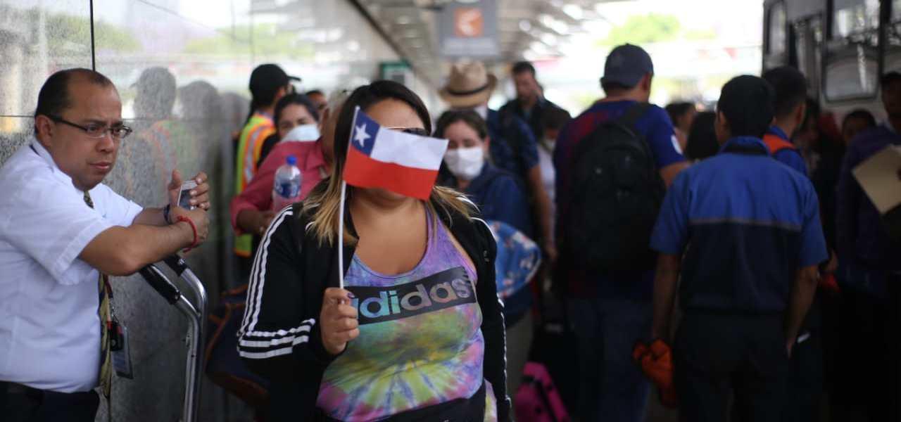 Chilenos varados encuentran una opción con Consulado