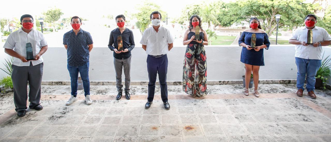 Reconoce Pedro Joaquín talento, dedicación y entrega de la juventud de Cozumel