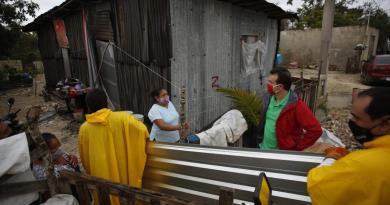 Tras las afectaciones por fenómenos hidrometeorológicos, brinda Pedro Joaquín atención directa a la población vulnerable de Cozumel