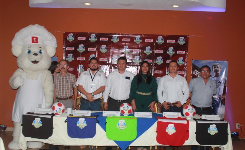 Cancún: Presentan el Torneo Futbolito Bimbo