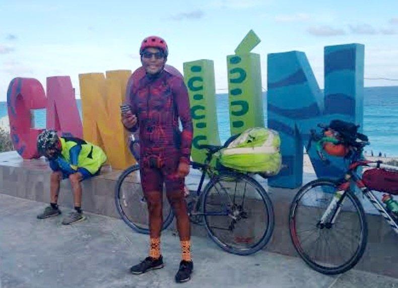 ¡Solo pedalea 5,530 kilómetros para venir a Cancún!