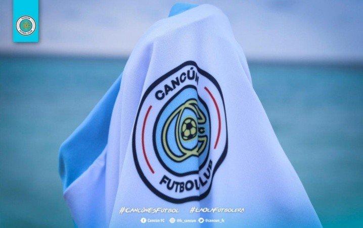 Blanco y turquesa los colores del primer uniforme de Cancún FC ¿te gusta?