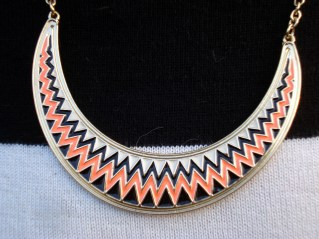 Collier Six