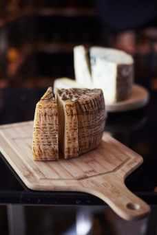 pecorino-rind-and-blue-cheese
