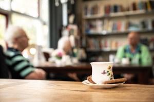 kopje koffie ruilwinkel reportage gezelligheid samenzijn fotografie