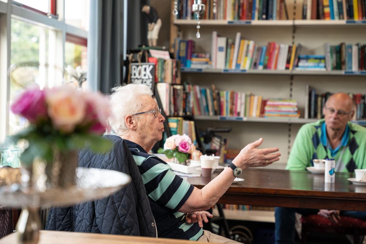ouderen gezelligheid Zierikzee ruilwinkel koffie