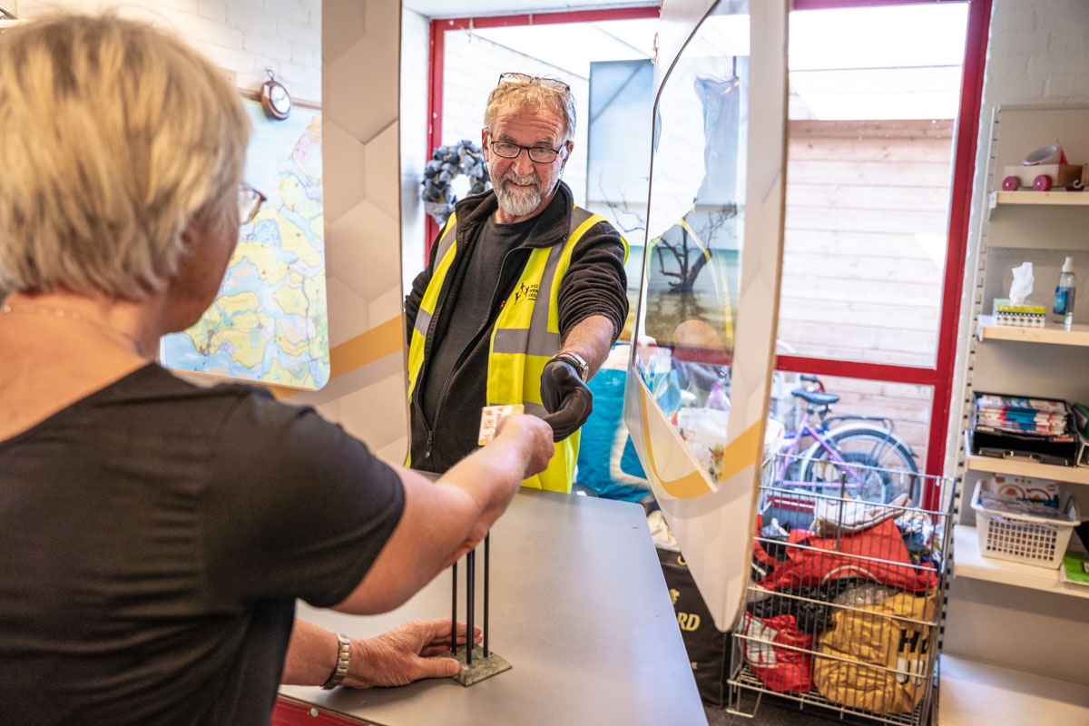 vrijwilliger klant winkel ruilwinkel fotografie betalen Zierikzee