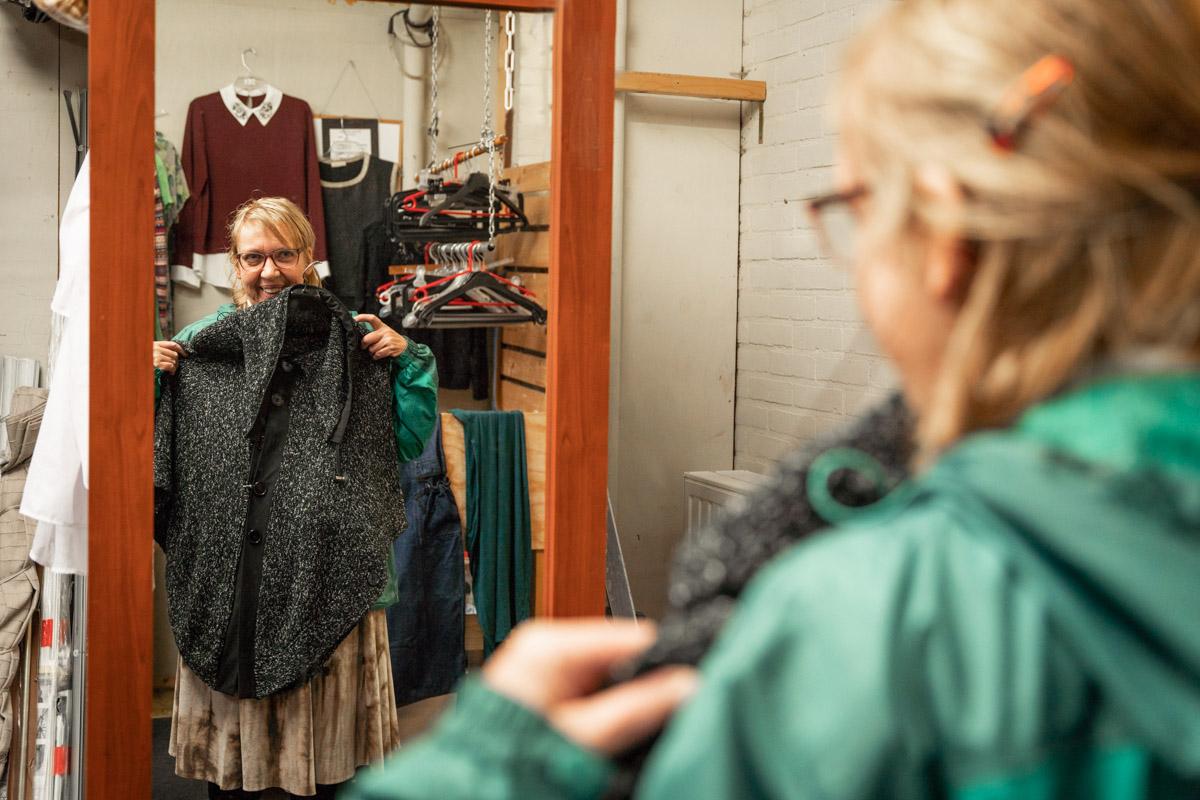 ruilwinkel kleding passen klant goes Zierikzee fotografie