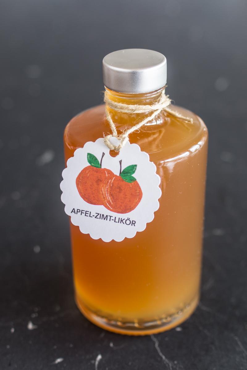 Likör selber machen: Apfel-Zimt-Likör mit Etiketten zum Ausdrucken. Perfektes Geschenk aus der Küche. Einfaches Rezept!