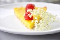Zitronen-Tarte mit Himbeeren