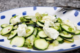 Zucchini-Salat mit Frischkäse und ZItronendressing
