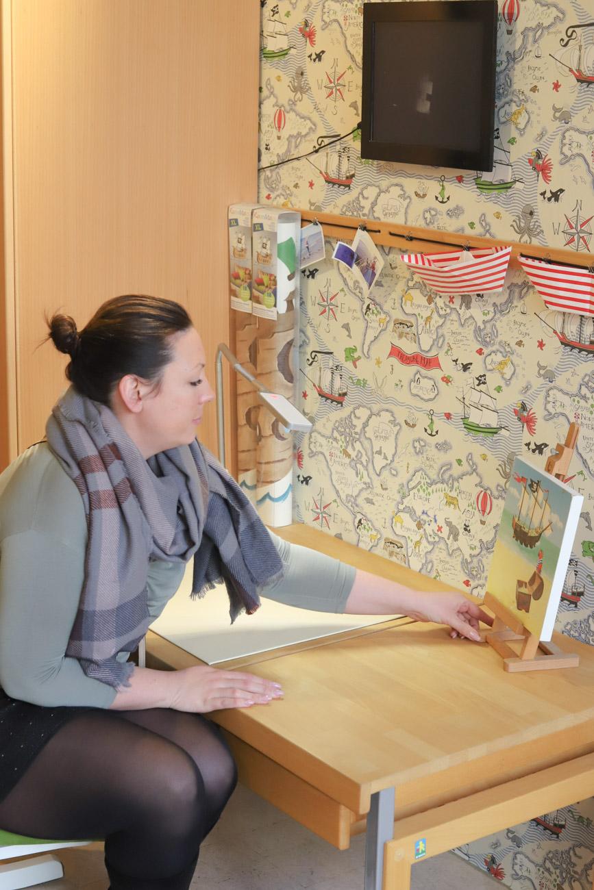 Schreibtisch für Kinderzimmer aussuchen im Kölner Möbelladen