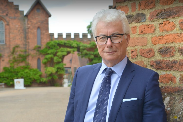 Ken Follett - Hatfield Old Palace - Credit Olivier Favre (12)