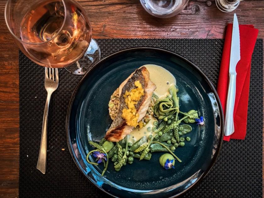 Hauptspeise und Wein