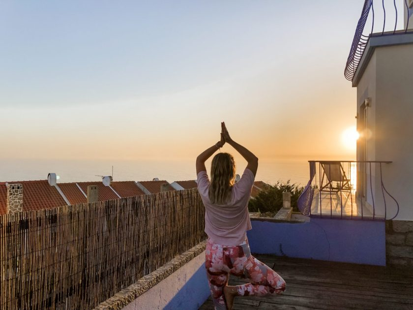 Yoga mit Meerblick und Sonnenuntergang