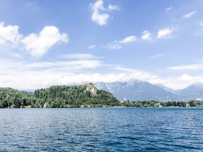 Blick auf die Burg Bleder See