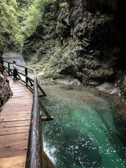 Glasklarer Fluss in der Klamm