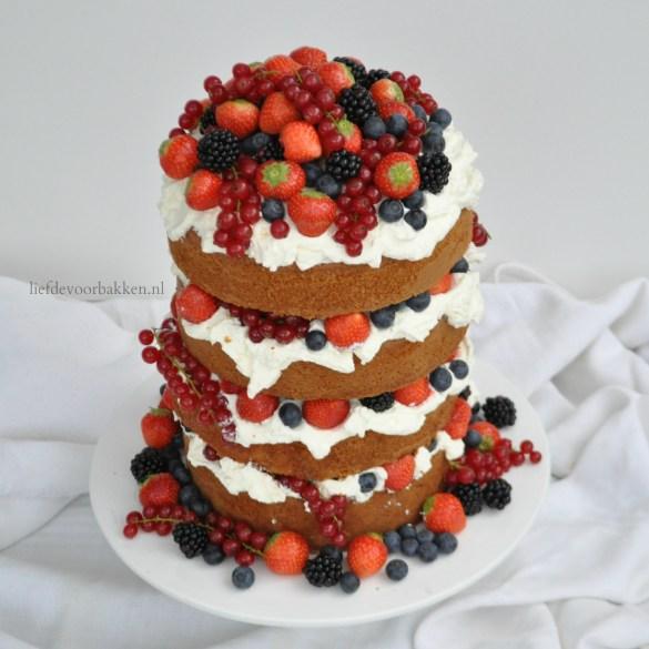 Spektakelstuk 1: Naked cake met vers rood fruit