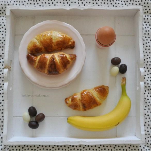 Croissantjes met banaan en chocola