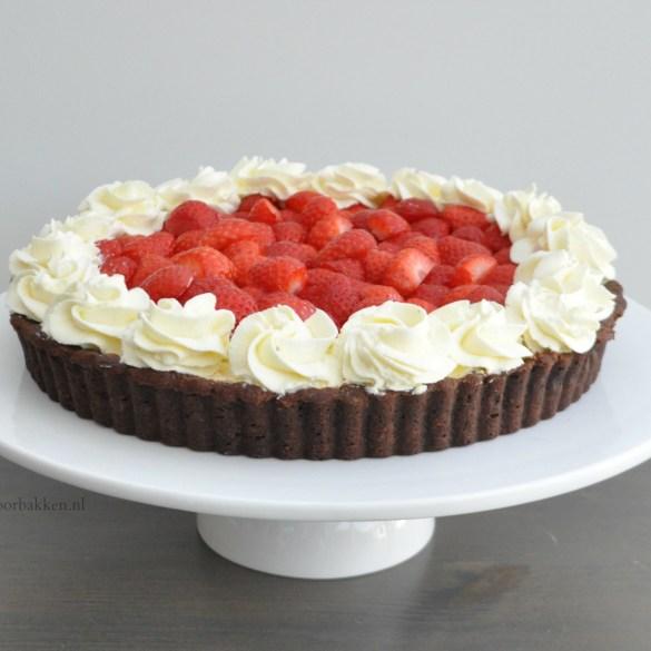 Aardbeienvlaai met chocolade bodem