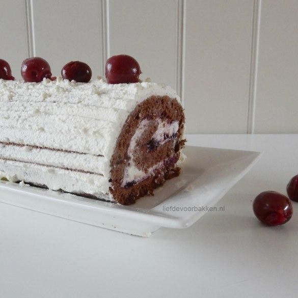 Chocolade Swiss Roll met kersen