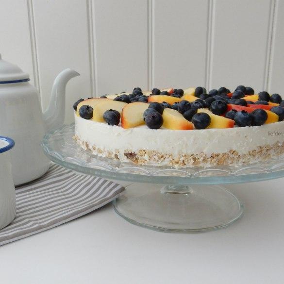 Gezonde taart met ricotta, appeltjes en blauwe bessen