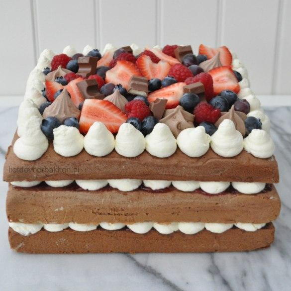 Chocoladetaart met vers fruit