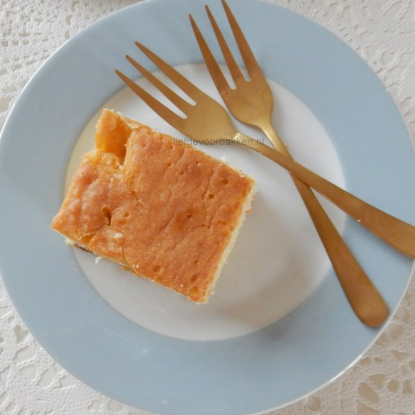 Blondies met gedroogde abrikozen