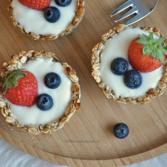 Granola cups met yoghurt en fruit