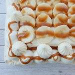 Schuimtaartje met karamel en banaan