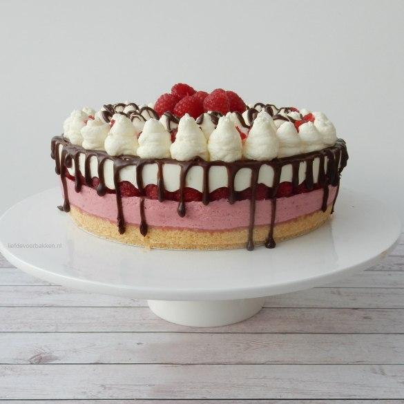No bake taartje met frambozen en chocodrip