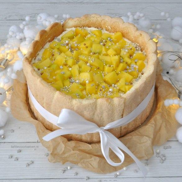 Kerst Charlotte taart met mango