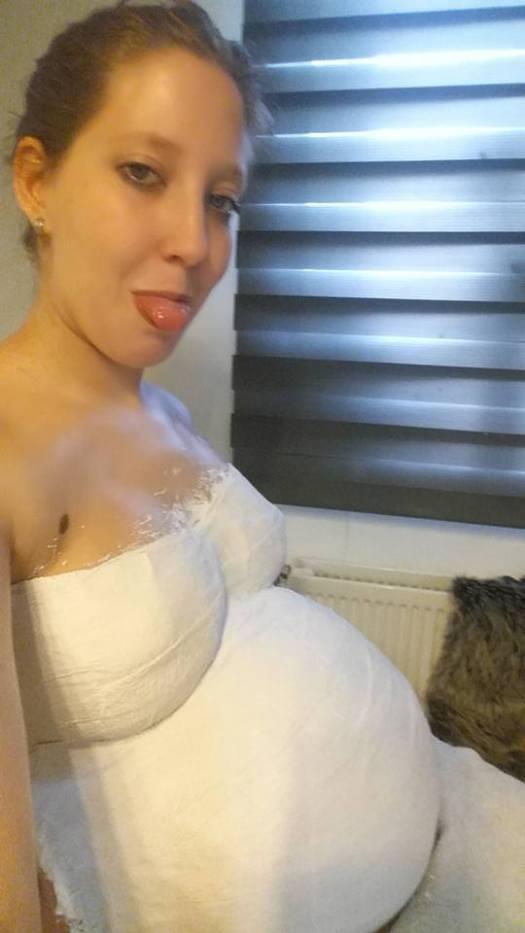 34 weken zwanger buik gipsen