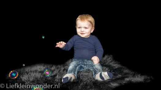 9 maanden en 2 weken oud fotoshoot bellenblaas