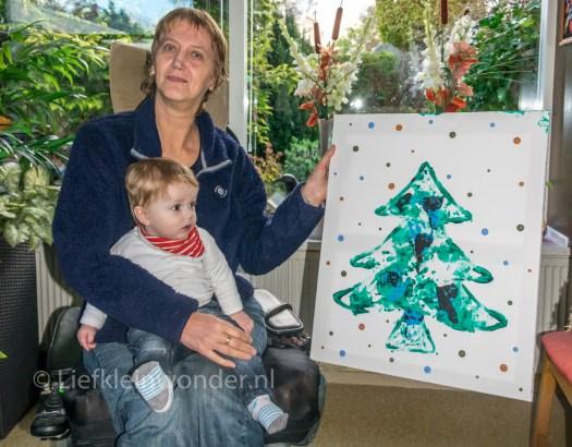 Vingerverven kerstboom voor opa en oma met knoopjes