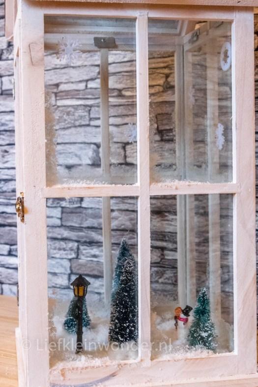 DIY winter wereld in een lantaarn met Action spullen kerst dorp met sneeuw