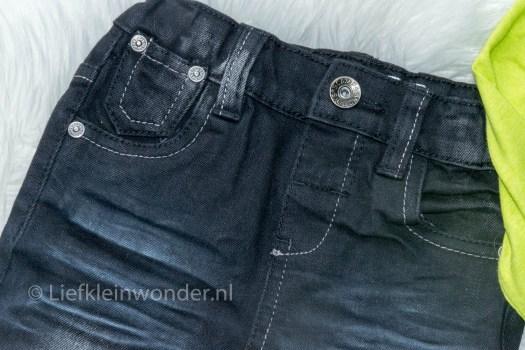 Shoplog: Wibra babykleding zwarte jeans groen shirt met kraag