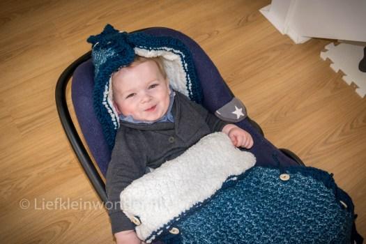 12 maanden en 3 weken oud 1 jaar , gehaakte voetenzak maxi cosi