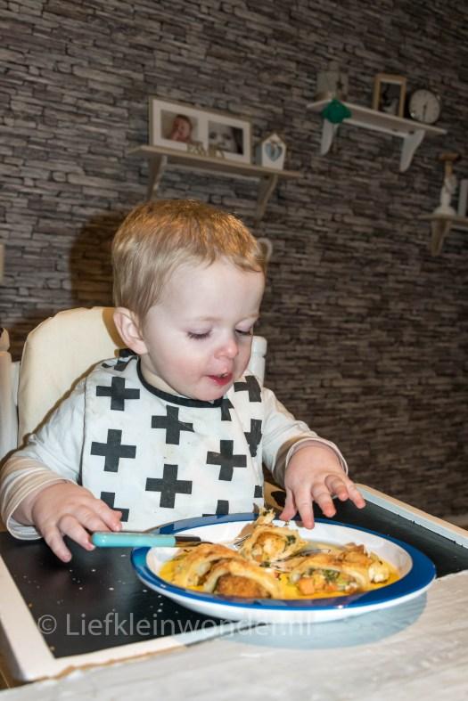14 maanden en 3 weken oud - wraps en pannenkoeken eten