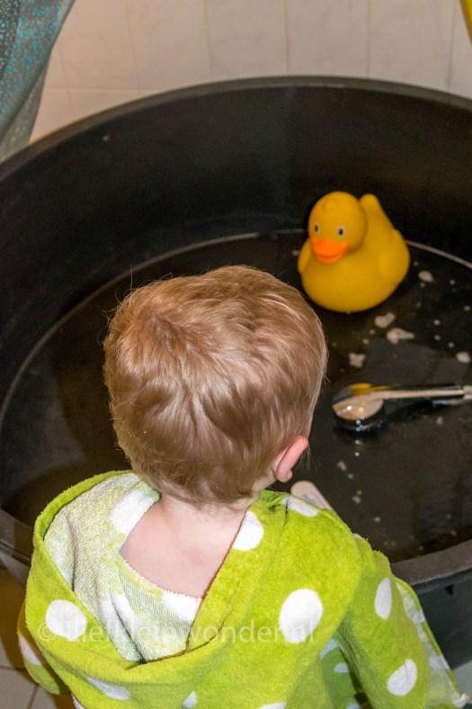 Jayden 15 maanden oud - Grote bad eend Xl Xenos