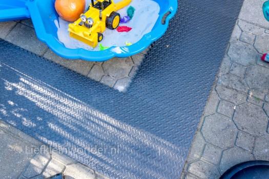 Action hack foam puzzelmatten buiten onder sandbak en zwembad