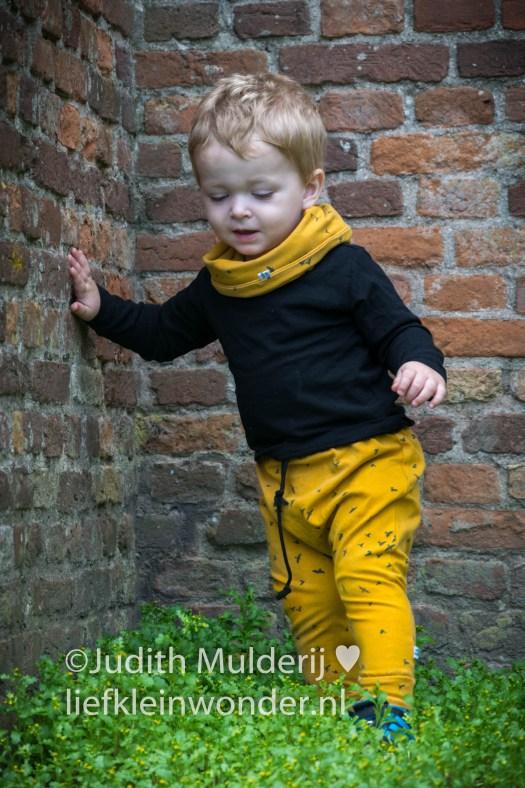 Jayden 18 maanden en 1 week oud - fotoshoot met kleertjes van hip by bengel